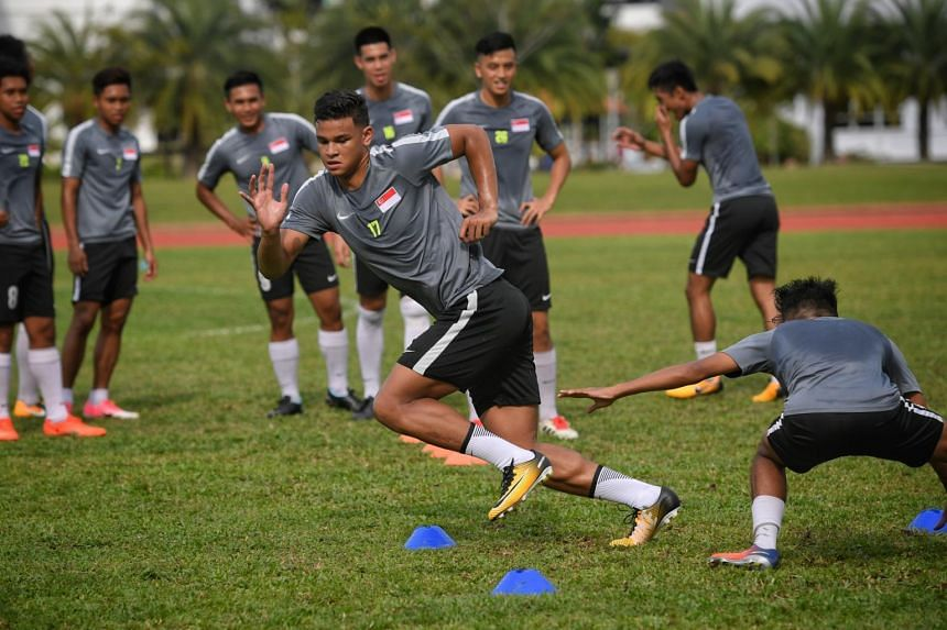 Singapore Under-22's Irfan Fandi (centre) giving his all during a training session on Aug 13, 2017.