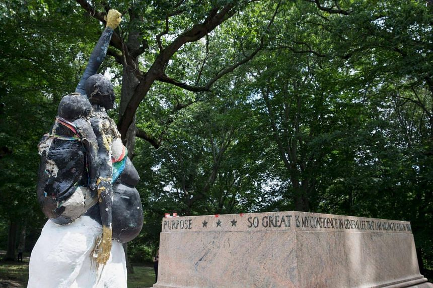 Confederate statues were removed overnight in Baltimore, Maryland, as a campaign to erase symbols of the pro-slavery Civil War South gathers momentum across the United States.