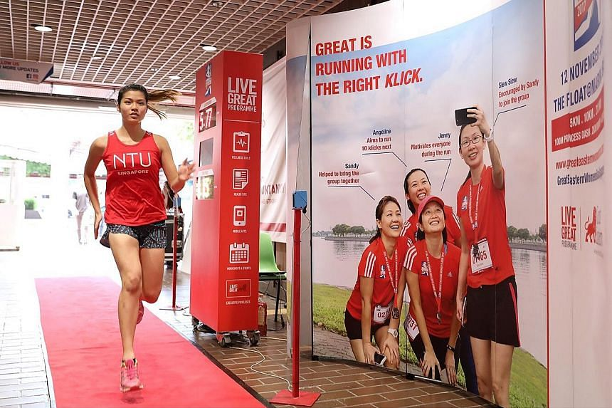 """NTU student Chanel Weng sprinting towards the finish line in the """"Speed Challenge"""" during the students' road show at the university."""