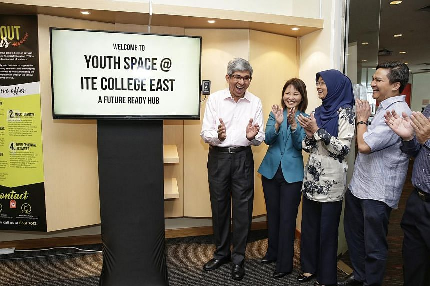 (From left) Dr Yaacob Ibrahim, ITE CEO Low Khah Gek, Mendaki CEO Rahayu Buang and Mr Saktiandi Supaat officiating at the opening of Youth Space at ITE College East on Aug 18, 2017.
