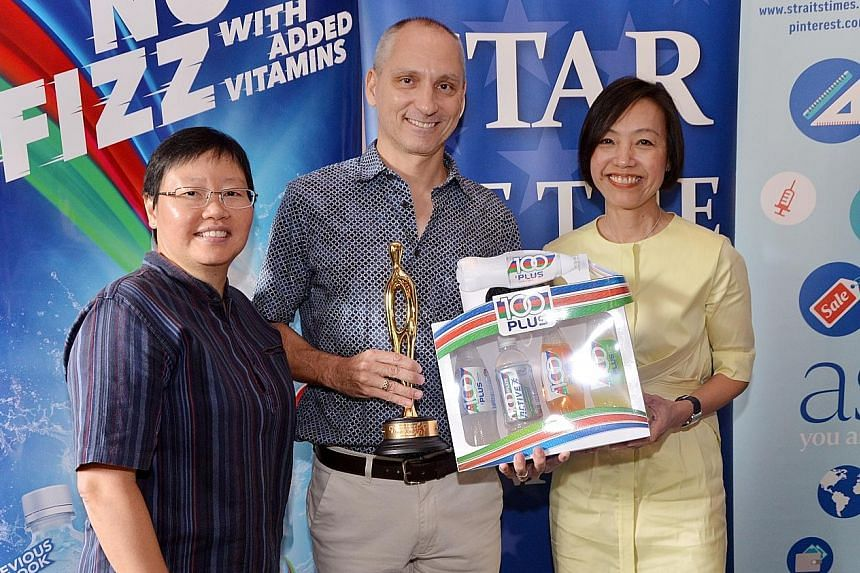 National swimming head coach Stephan Widmer receiving the ST Star of the Month award from Jennifer See, general manager of F&N Foods Singapore, and ST sports editor Lee Yulin (left) on behalf of Quah Jing Wen. The swimmer was absent due to her SEA Ga