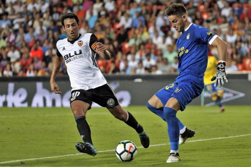 Valencia CF´s midfielder Dani Parejo (left) fights for the ball with UD Las Palmas´ Argentinian goalkeeper Leandro Chichizola during the Spanish Liga Primera Division soccer match at Mestalla stadium in Valencia, eastern Spain, on Aug 18, 2017.