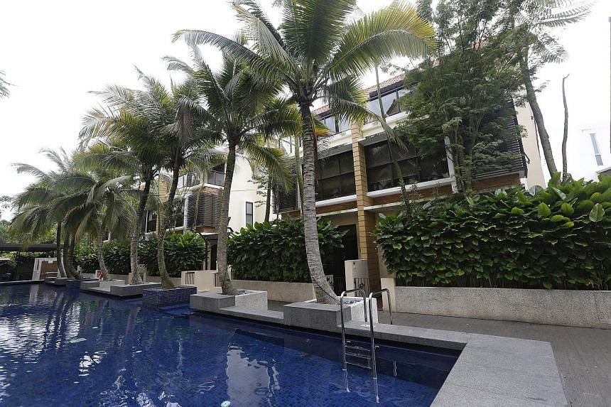 A unique three-apartment combination as a single unit in Upper Bukit Timah Road, with a total gross area of 5,700 sq ft. The common walls between the 21st-floor units were torn down for a bigger open area that became a living and dining room with a b