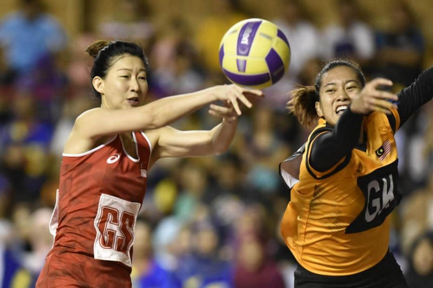 Singapore's GS Charmaine Soh being challenged by Malaysia's GK Noor Azhar N. D. in a match on Aug 16, 2017.