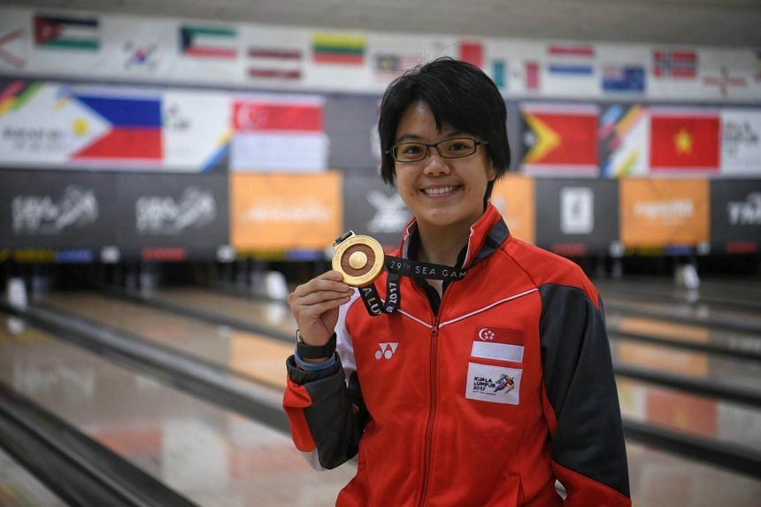 Singaporean Cherie Tan poses with her medal after the SEA Games women's singles bowling event held on Aug 20, 2017.