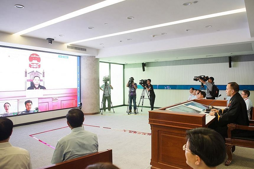 A judge at the Hangzhou Internet court last Friday presiding over a dispute on online dissemination of information. The court allows litigants to handle a lawsuit entirely online.