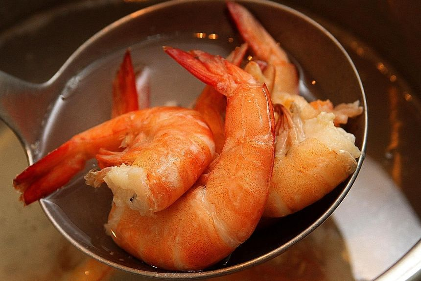 Epinephrine pens, when used, can reverse symptoms of allergic reactions caused by food such as prawns.