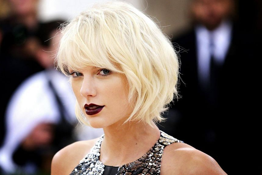 Taylor Swift arrives on the red carpet for the 2016 Costume Institute Benefit at The Metropolitan Museum of Art in New York, on May 2, 2016.