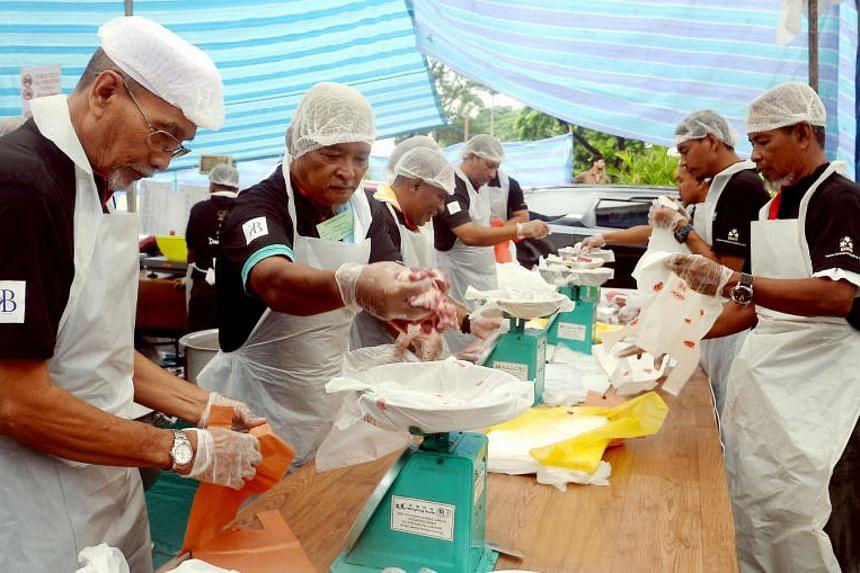Volunteers at En-Naeem Mosque packing the korban meat during Hari Raya Haji at En-Naeem Mosque on Sep 12, 2016.