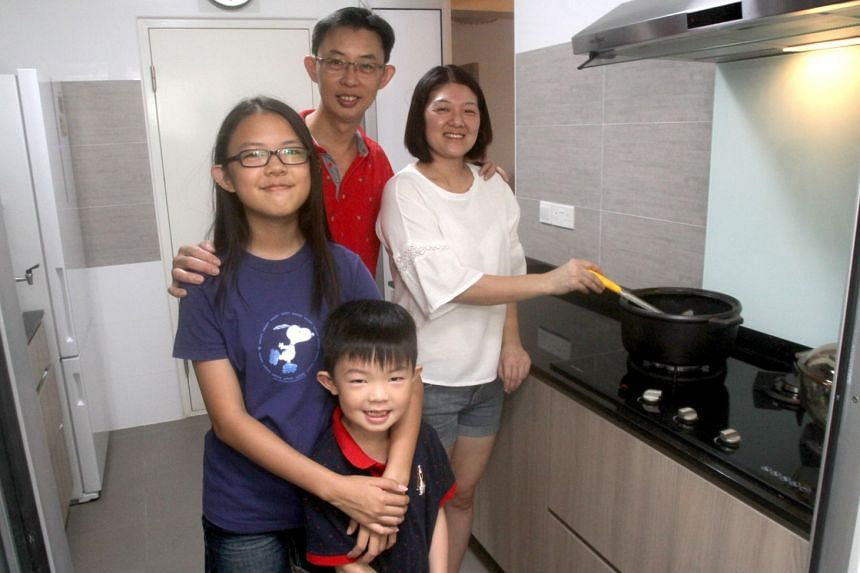 Mr Lim Chye Wang and his wife installed a gas hob with timer control at their new flat. The gas hob with timer control from City Gas offers safety features which give them more peace of mind.