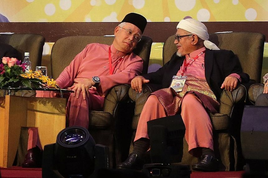 Malaysian Prime Minister Najib Razak (far left) and Parti Islam SeMalaysia president Abdul Hadi Awang have been in near-daily contact for several months, with plans afoot to cooperate in Selangor at a general election due within a year, sources say.