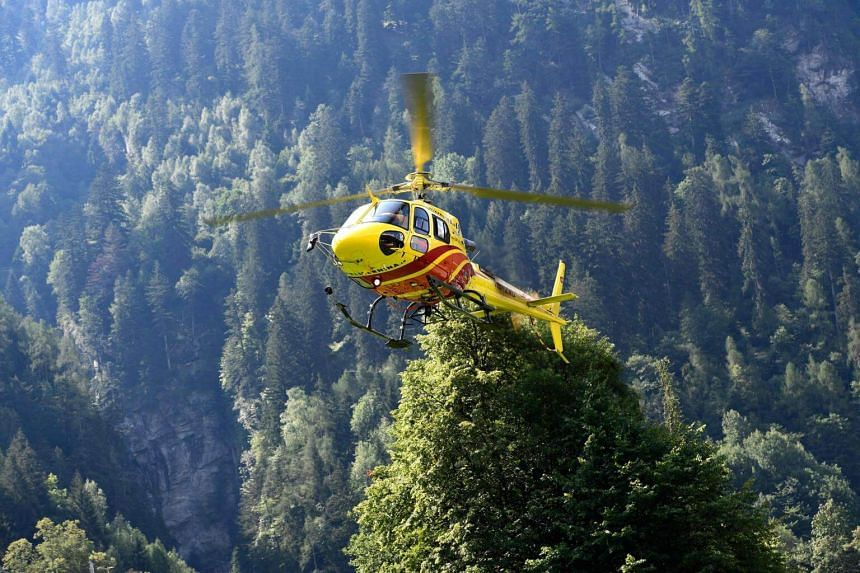 A massive search and rescue operation is underway in the Piz Cengalo mountain region, involving some 120 emergency workers equipped with infra-red cameras, mobile phone detectors, helicopters and rescue dogs.