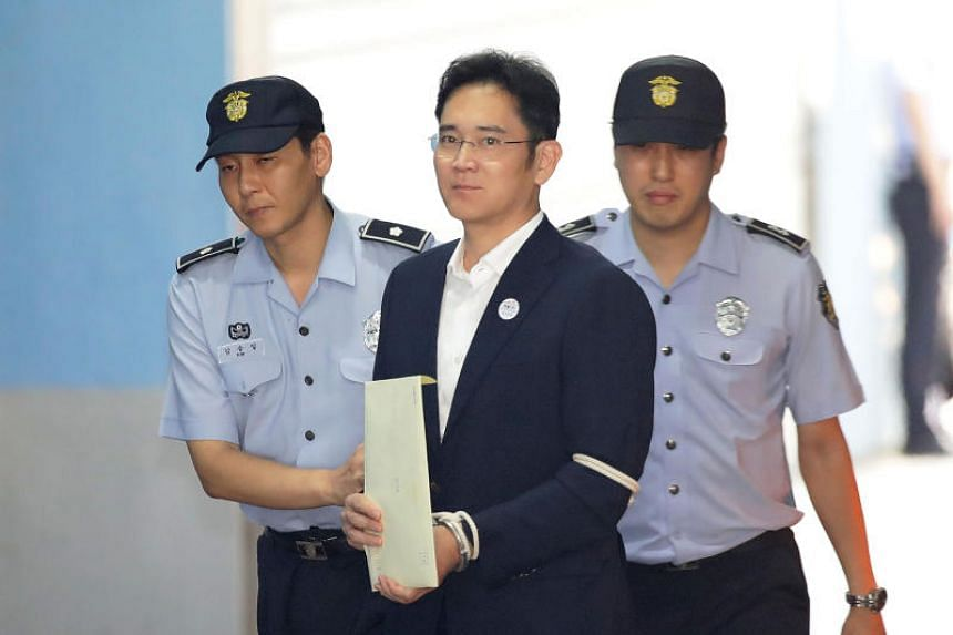 Samsung Group heir Lee Jae Yong arrives at Seoul Central District Court in Seoul on Aug 25, 2017.