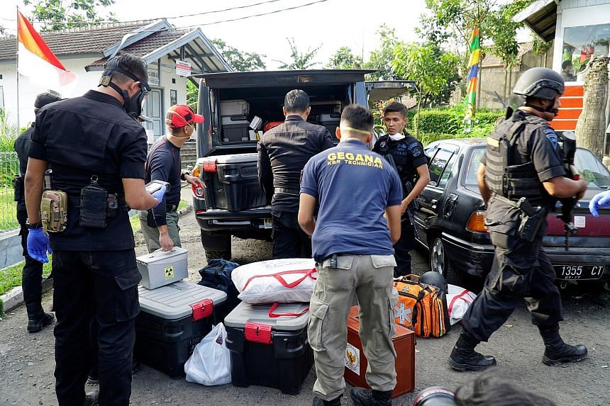 Anti-terror policemen seizing items from a house of suspected militants in Bandung, West Java province, Indonesia, on Aug 15. A terror plot was foiled after the operation and arrest of five suspects.