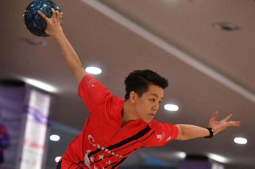 Bowler Shayna Ng in action during practice at Temasek Club on April 25, 2017.