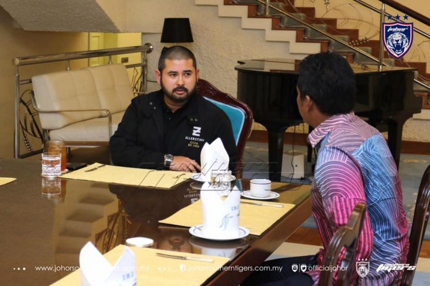 Khairy Jamaluddin (right) having a conversation with Tunku Ismail for his thoughts on the development of Malaysia's football team.