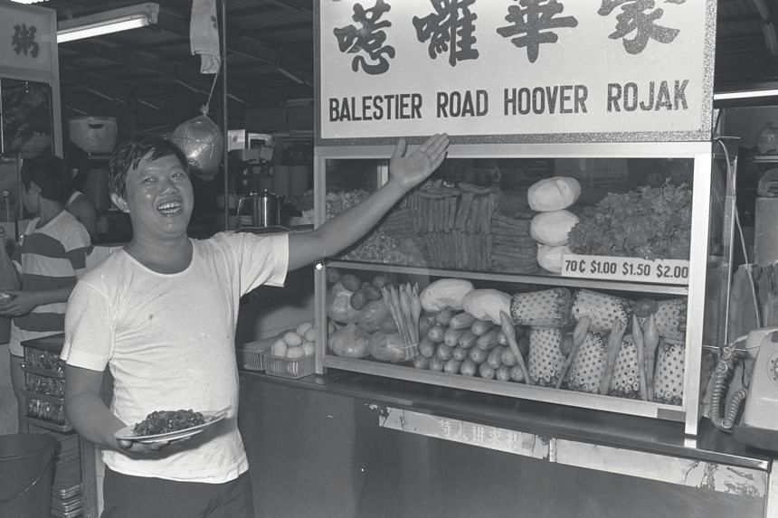 Mr Lim Ngak Chew, 34, at his Hoover Rojak stall in Balestier Road on Aug 17, 1980.