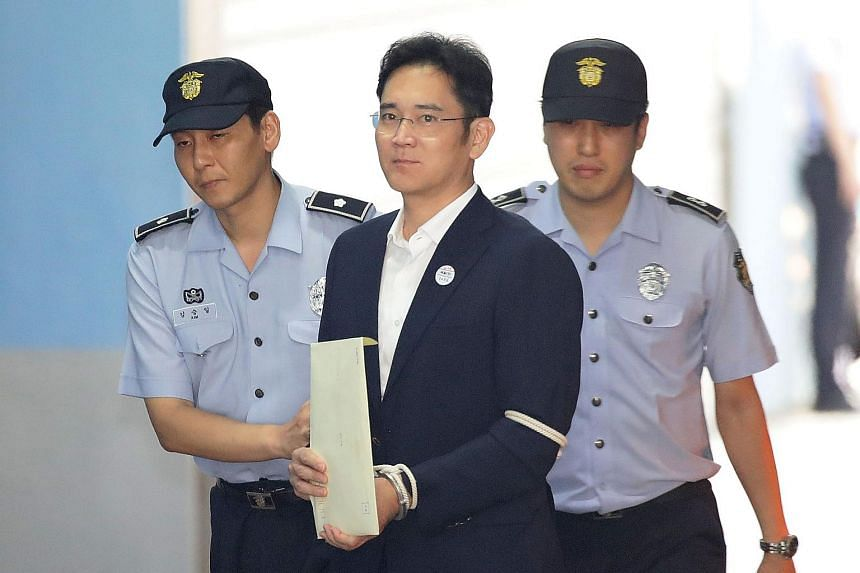 Samsung Group heir Lee Jae Yong arriving at Seoul Central District Court in Seoul on Aug 25, 2017.