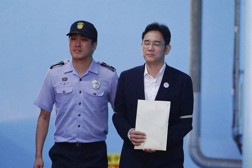Lee Jae-yong, Samsung Group heir, leaves after his verdict trial at the Seoul Central District Court in Seoul, South Korea on Aug 25, 2017.