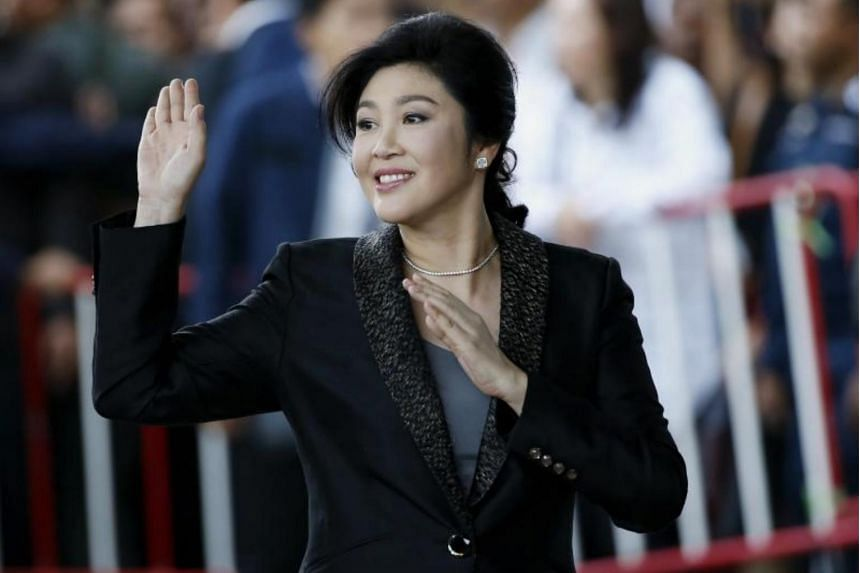 Former Thai prime minister Yingluck Shinawatra waves to supporters as she arrives to deliver closing statements in her trial at the Supreme Court's Criminal Division for Persons Holding Political Positions in Bangkok, Aug 01, 2017.