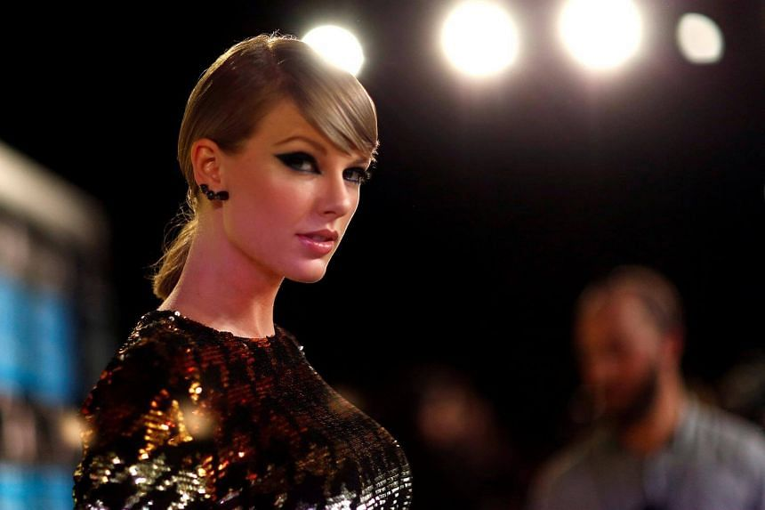 Taylor Swift arrives at the 2015 MTV Video Music Awards in Los Angeles, on Aug 30, 2015.