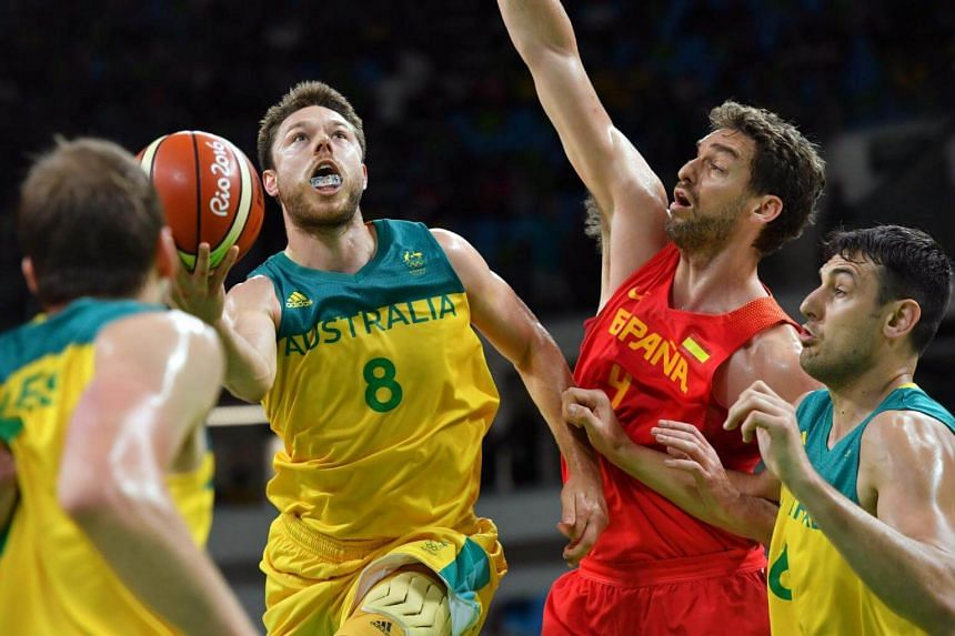 Australia's Matthew Dellavedova (2nd Left) going to the basket during their men's bronze medal basketball game against Spain during the Rio 2016 Olympic Games in Rio de Janeiro, on Aug 21, 2016.
