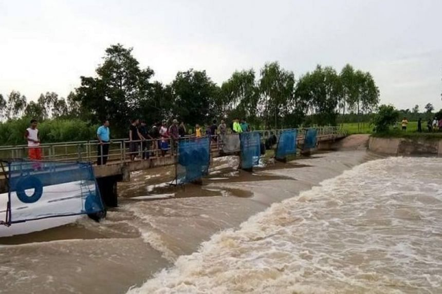 The double drowning incident happened at 2.30pm at a reservoir in Ban Kham Noi village in Tambon Khon Taek, Sangkha district.