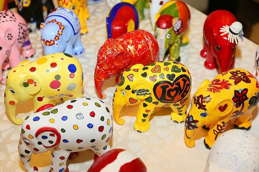 Keen to make a difference to the community, the staff of Juying Secondary School approached a nearby nursing home. Their idea was to team up with the residents of the Jurong West branch of NTUC Health Nursing Home and produce clay elephants painted i