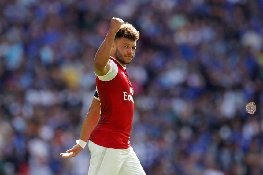 Arsenal's Alex Oxlade-Chamberlain appeared set to join Chelsea earlier.