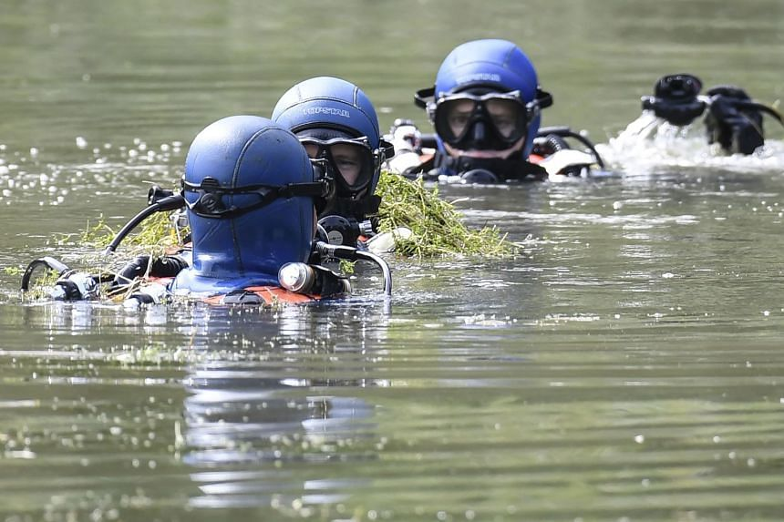 Divers search a pond in Pont-de-Beauvoisin, eastern france, for Maelys.