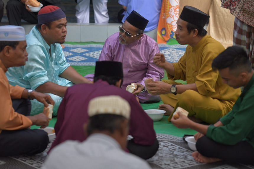 Some 850 congregants gathered at Masjid Petempatan Melayu in Sembawang, one of the korban centres this year.