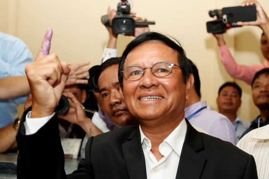 Kem Sokha casts his vote during local elections in Kandal province, June 4, 2017.