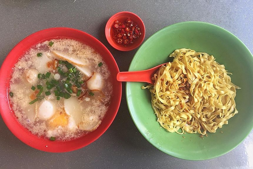 Each bowl of noodles comes with slices of fishcake, fishballs, meat balls, minced pork and lean pork slices.