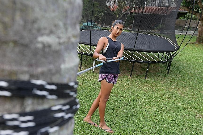 Despite being unable to return to the water during a prolonged recovery period after breaking her right fibula last year, Sasha Christian used an ingenious training method instead, using a palm tree as a tether while working on her waterskiing postur