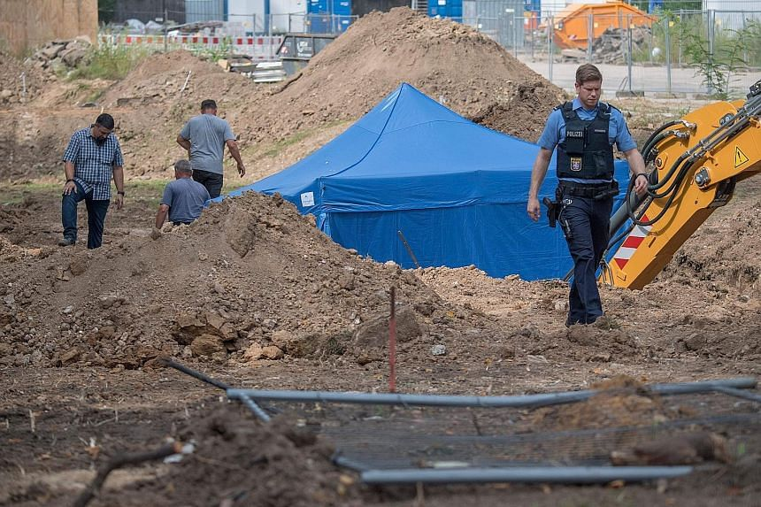 The defusal of the bomb (under the tent) today requires the evacuation of some 60,000 people.