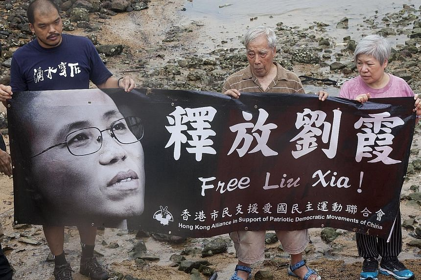The Hong Kong Alliance in Support of Patriotic Democratic Movements in China held a rally in Hong Kong yesterday calling for Madam Liu Xia's release.