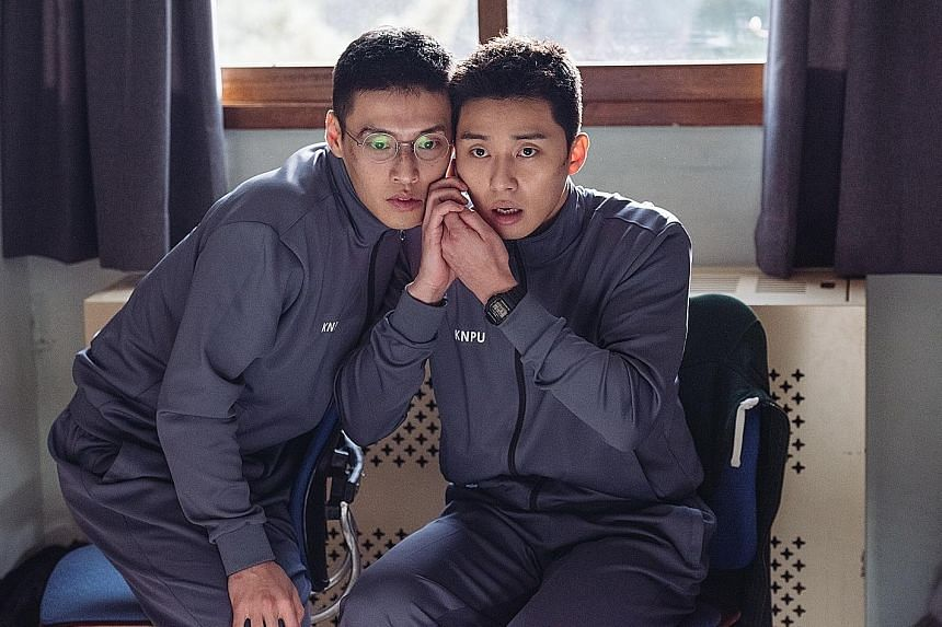 Kang Ha Neul and Park Seo Jun (far right) star as police academy students working a case on their own time in Midnight Runners.