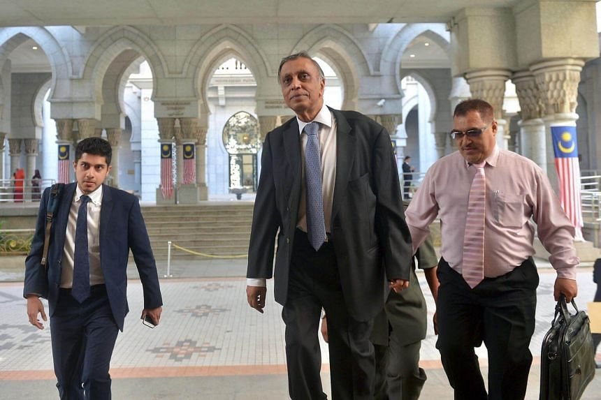 Nor Mohamed Yakcop (centre), the main witness in the billions of dollars lost by the Malaysian central bank in the 1990s, was testifying on Wednesday at the ongoing Royal Commission of Inquiry.