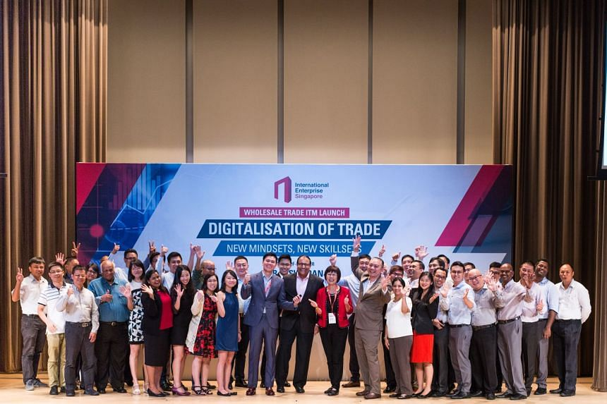 Minister S Iswaran, IE Singapore CEO Lee Ark Boon, Professor Annie Koh and SMU Deputy Director Christopher Chow, with the participants at the Commencement of the Professional Conversion Programme – International Trading Executives.