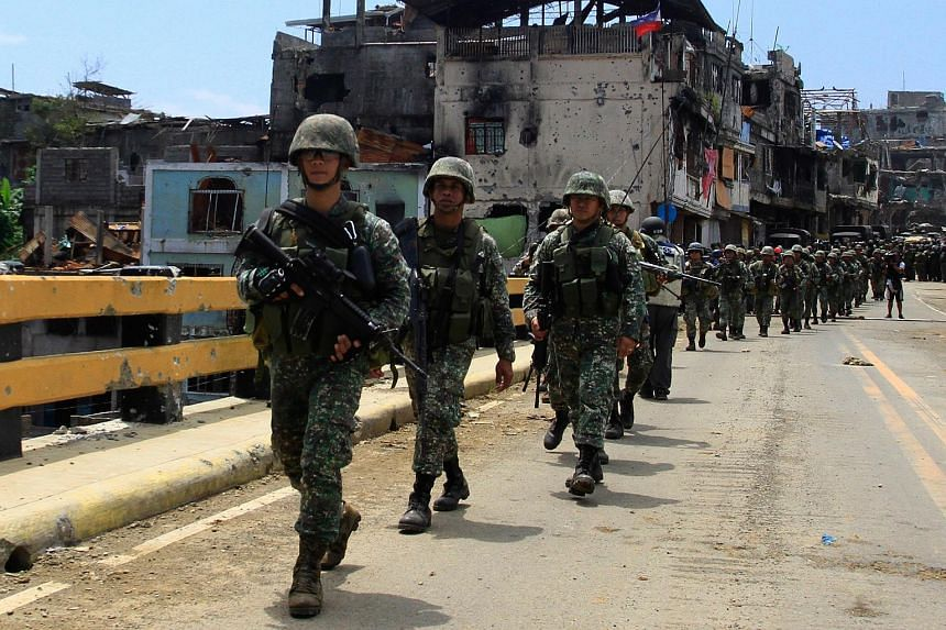 Philippine soldiers march on a bridge in Marawi City, Mindanao Island, southern Philippines, on Aug 30, 2017.