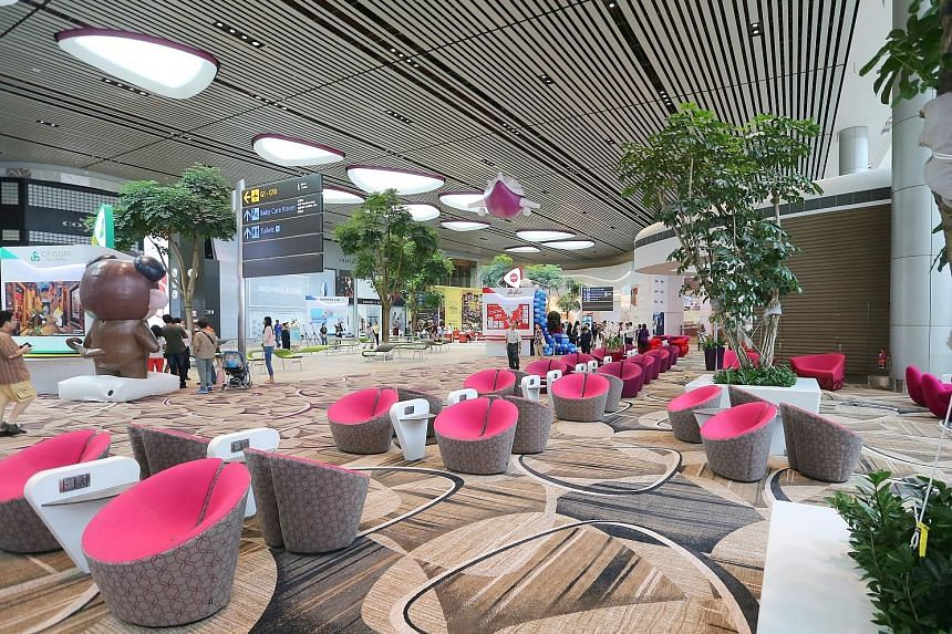 Designed with high ceilings and open spaces, T4 projects a modern, clean look and promises to be a visual treat. With its opening, Changi Airport will boost its total annual handling capacity to 82 million passengers.