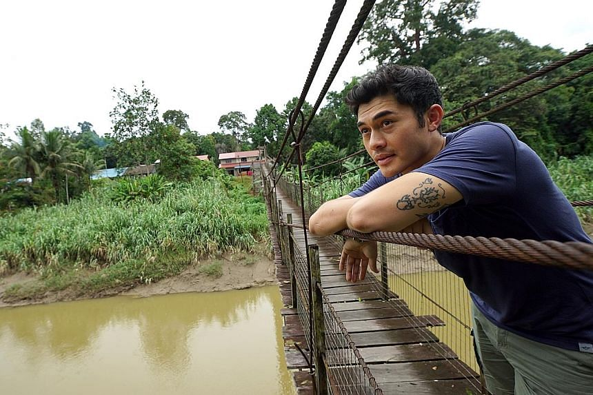 In Surviving Borneo, Henry Golding travels to the jungles of Sarawak to undergo a coming-of-age rite of passage for young Iban men.