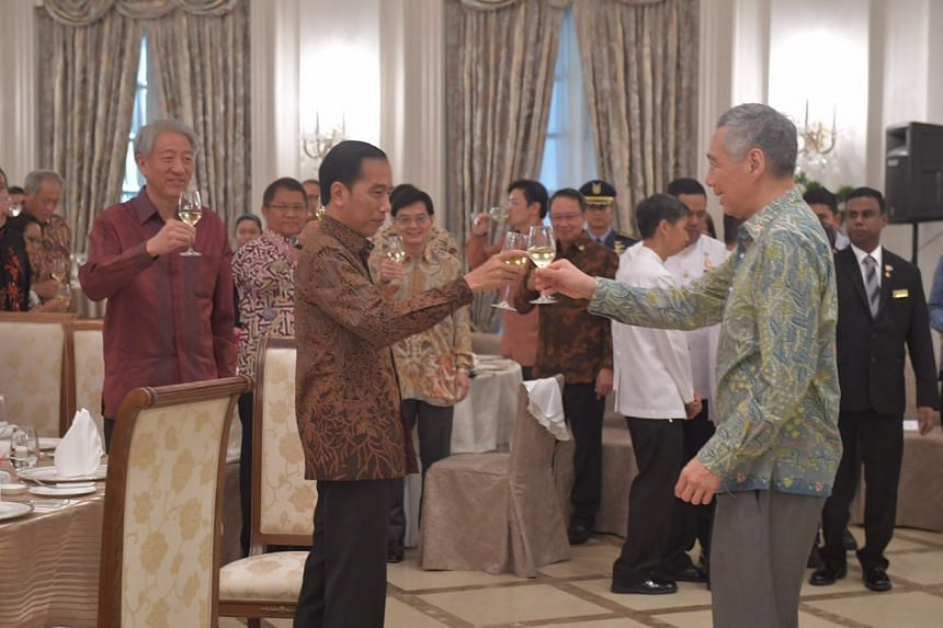 PM Lee Hsien Loong gives a toast to Indonesian President Jokowi during the lunch hosted by PM Lee on Sept 7, 2017.