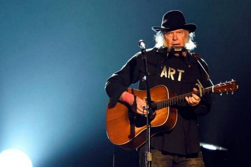 Neil Young performs onstage at the 25th anniversary MusiCares 2015 Person Of The Year Gala on Feb 6, 2017.