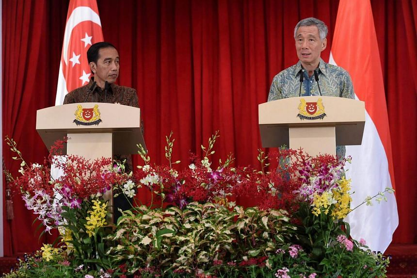 Indonesian President Joko Widodo (left) and Singapore Prime Minister Lee Hsien Loong attend a press conference at Istana Presidential palace in Singapore on Sept 7, 2017.