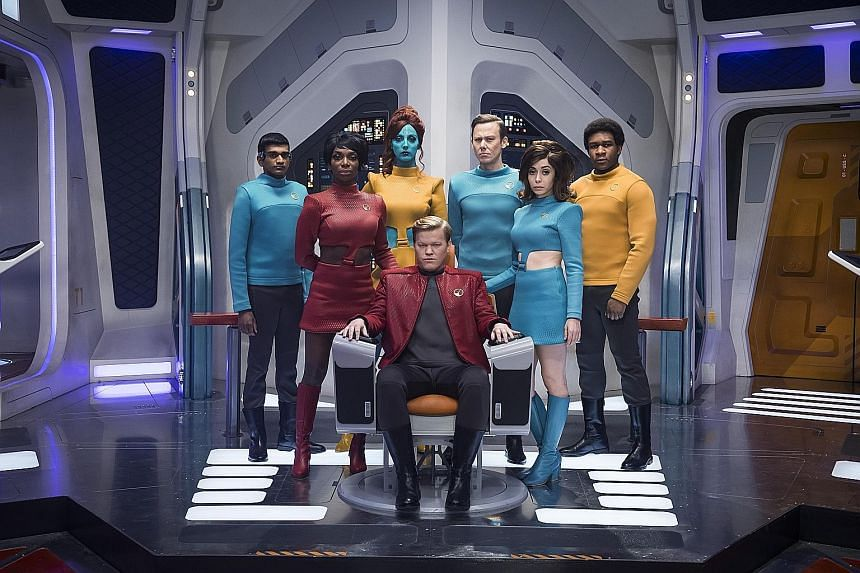 Is an episode of the highly anticipated new season of British sci-fi anthology series Black Mirror going to pay tribute to Star Trek? From the looks of this exclusive still released to The Straits Times by American streaming giant Netflix, the episod