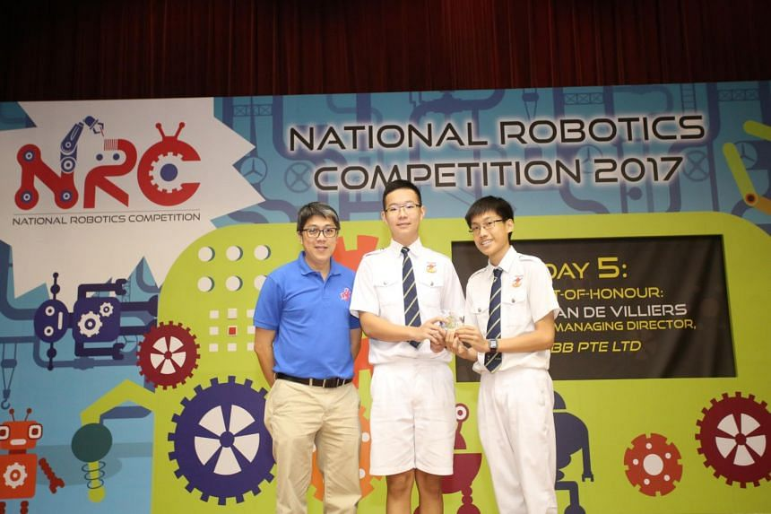 Dong Ruidi and Ng Chee Fong of Fuhua Secondary School won the World Robot Olympiad category.