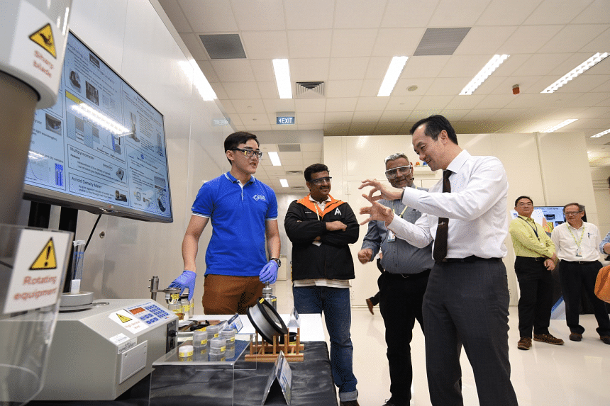 Senior Minister of State, Ministry of Trade & Industry and National Development Dr Koh Poh Koon (right) toured the Industrial Additive Manufacturing Facility (IAMF), and was briefed on the various additive manufacturing technologies made available at