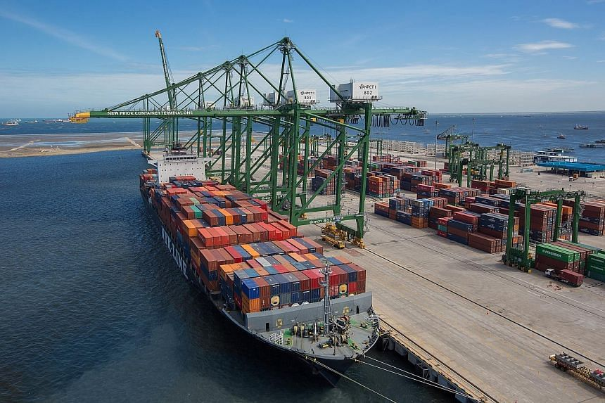 Japanese conglomerate Mitsui & Co acquired Singapore container port firm Portek as a way to enter Indonesia's port sector.