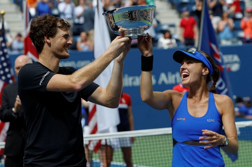 Hingis and Murray hold the US Open doubles trophy.